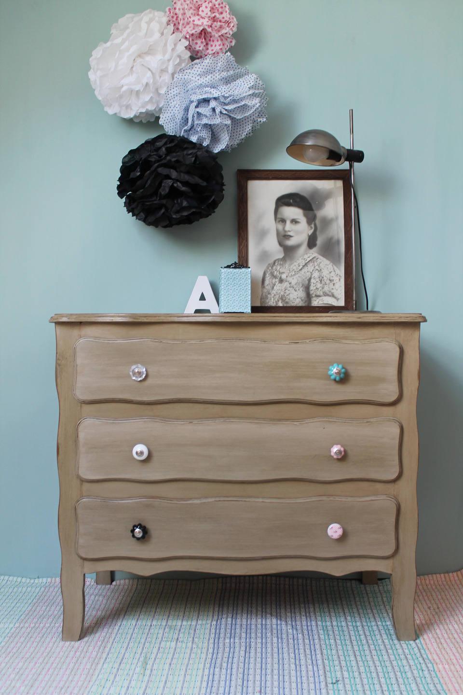 commode 3 tiroirs patin e avec boutons color s. Black Bedroom Furniture Sets. Home Design Ideas