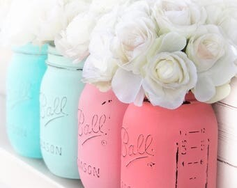 Coastal beach colors | Painted and distressed Mason jars, key west, mint, coral blush, sunset. Dorm, desk accessory, centerpiece