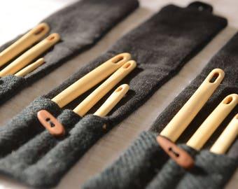Wooden Nalbinding Needles / With case /Set of 3 / Handcarved needle /  / Nålebinding / Nålbinding / Naalbinding needle / Medieval art