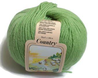 Fine merino yarn Apple green 200 meters/219 yards 50 grams/1.76 Oz|Strickgarn Farbe Apfelgrün| Pomme vert laine a tricoter