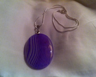 Magenta agate oval pendant necklace