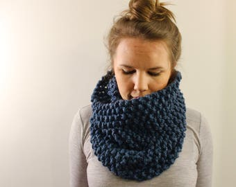 Knitted Cowl in Blue {Wool Scarf, Chunky Knit Scarf, Knit Cowl, Blue Scarf, Infinity Scarf}