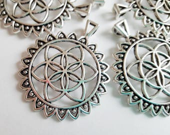 Flower of life Pendant Set of 5 Seed of Life Pendant Sacred geometry pendant Antique Silver Pendant Yoga Circle Pendant Charm Flower Symbol