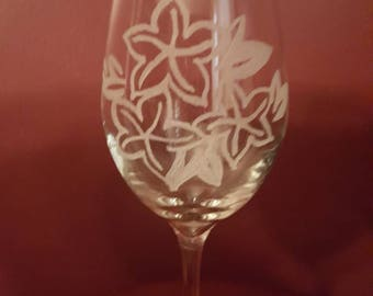 Etched wine glass with flowers