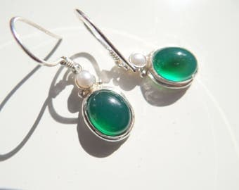Earrings with Emerald and Pearl