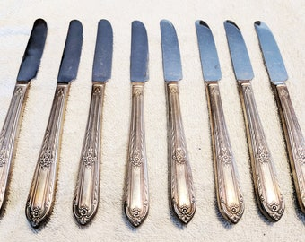 "Vintage 1937 William A Rogers Silverplate Flatware - ""Cotillion"" - 47 Pieces in good condition"
