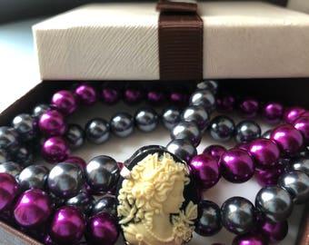 "Cameo Bracelet ""Purple Lady"" grey and purple pearl threads"