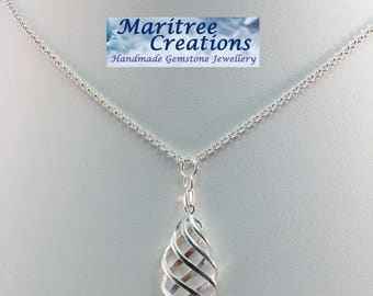 """925 Sterling silver 18"""" neclace with lattice work pendant."""
