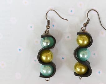 Curly (handmade earrings from recycled bicycle inner tube and beads)