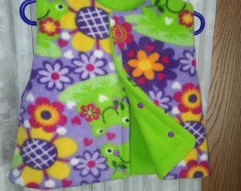 Girls 6 to 12 month reversible fleece vest. Multicolored flower n frog theme.   Snap closure.