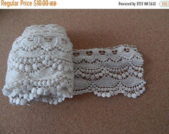 CLEARANCE - White scallop lace,4 x 38 inches