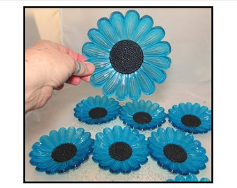 Set of 8 - Vintage Blue Plastic Individual Snack Plates, Daisy Flowers, tea party, small dishes