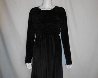 SALE 25% off SALE 90s black velvet short long sleeve dress
