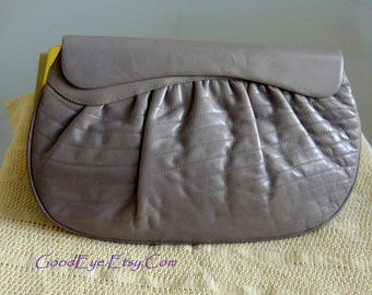 Vintage QUILTED Leather Clutch Purse / Handbag made ITALY / Barbara BOLAN 1980s / Dove Grey small size