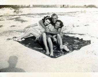 Vintage photo 1950s a Jack & 2 Jills beach Blanket Bingo