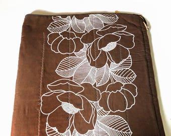 Vintage 1970s Brown Sleeping Bag, Flowers Floral, Adult Sleep Sack, 70s Bedding, Quilt Blanket, Camping Gear, Glamping,