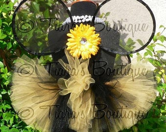SUMMER SALE 20% OFF Blushing Bumble Bee - Custom Tutu and Wings Set - Handmade Infant Bee Wings and a 6'' Black and Yellow Tutu - newborn to