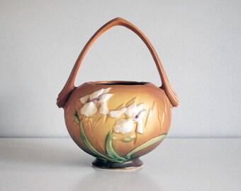 Roseville Iris Basket, 1930s American Art Pottery, Brown Basket Vase 354-8, Antique Fine Art Ceramics, Cottage Chic Decor, White Iris Flower