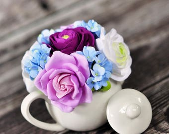CLAYCRAFT by DECO - Mini Teapot with Clay Ranunculus, Roses, and Hydrangeas and Hipericum Berries