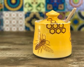 Handmade honey pot. Porcelain honey pot, mango glazed. Ceramic honey jar. With bees, honeycomb and wooden honey dipper. Wedding gift.