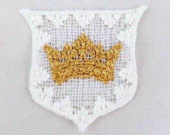 4 Metallic Gold Crown on White Crest Appliques (Appliqués)