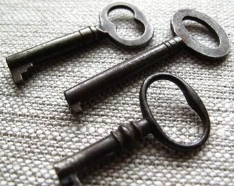 antique skeleton keys - vintage keys