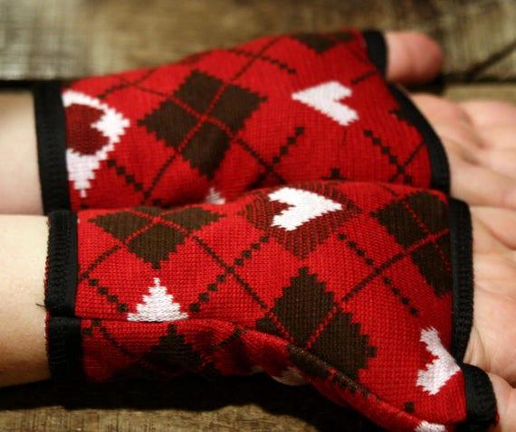Short cuff/mitten patterned Jacquard heart knit cotton. Lined cotton jersey