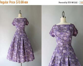 STOREWIDE SALE 1950s Dress / Vintage 50s Lilac and Lavender Taffeta Dress / Little Birds 50s Novelty Print Dress