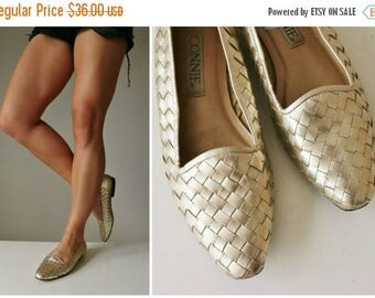 ANNIVERSARY SALE 1990s Woven Gold Flats >>> Size 7-1/2 (7.5) to 8