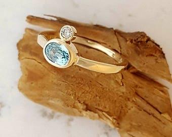 9K yellow gold ring with diamond and aquamarine. Gold aquamarine ring. Diamond ring.  Aquamarine ring. Blue gemstone ring. Bezel ring.