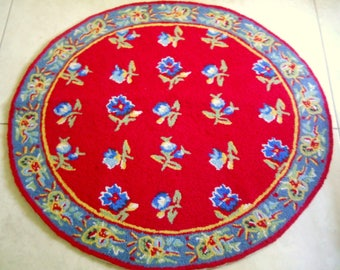 Vintage Tufted Wool Hooked Floral Round Rug - French County Decor - Chair Rug, Kitchen Rug, Bath Rug, County Farmhouse Style, 3 feet wide
