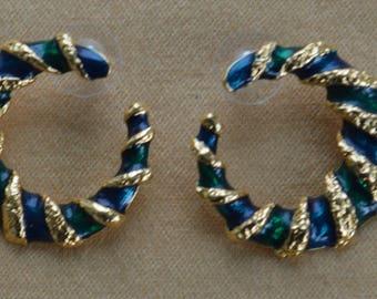 Emerald Green Enamel, Gold tone Hoop Pierced Earrings, Vintage (TB70)