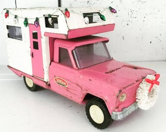 Christmas In July - Vintage Pink Tonka Truck RV Camper Toy with White Bottle Brush Wreath