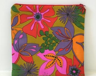 Vintage Hawaiian Fabric / Zipper Pouch / Cosmetic Bag/ Hawaiian Barkcloth