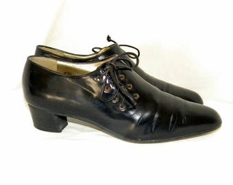 Sz 7.5 Vintage Hand made in Italy Walter Steiger black leather lace up the side women shoes.