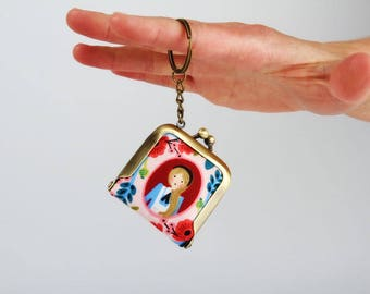 Keychain purse - Cameos pink - Tiny purse / Metal frame coin purse / Japanese fabric / Cotton and steel / Alice in Wonderland / Red blue