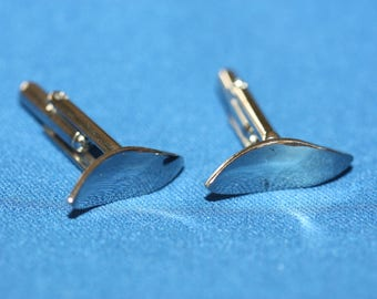 Mens vintage cuff links - curved, wavy silvertone