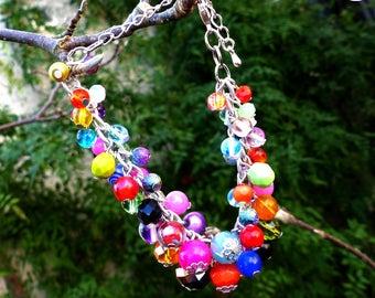 Boho Rainbow . Bracelet unique bohème multicolore grappe breloques perles verre cristal design original Tikaille