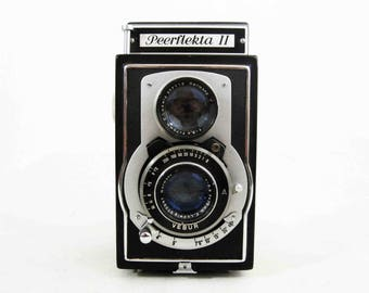 Vintage Peerflekta II TLR Camera. Made in USSR Occupied Germany. Circa 1940's.