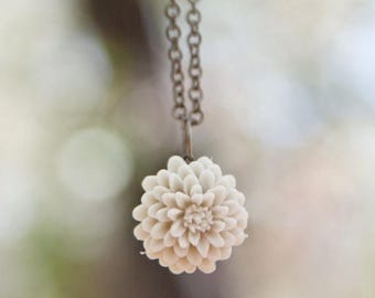 CHRISTMAS in JULY SALE Cream Ivory Chrysanthemum Flower Necklace // Bridesmaid Gifts // Bridal Shower Gifts