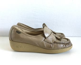 Vintage Shoes Women's 70's Wedge, Tassel Loafers, Beige by SAS (Size 6 1/2)
