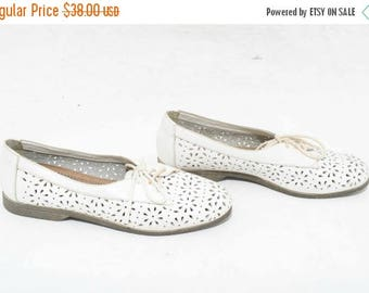 25% OFF Vtg 90s Dainty Adorable White Floral Hipster Boho Hippie Novelty Leather Lace Up Oxford Flats 8