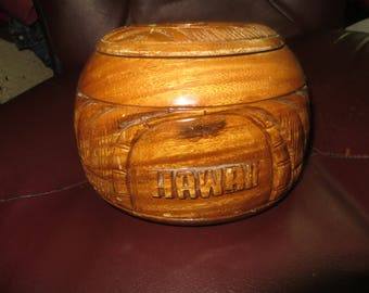 Alii Woods Honolulu Hawaii round  hand  CARVED  Wood    COOKIE Jar storage container   with lid
