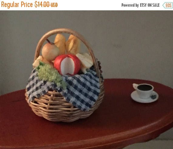 ON SALE Miniature Basket of Cheese Bread and Grapes Dollhouse Miniatures, 1:12 Scale, Dollhouse Food, Mini Food Basket, Dollhouse Decor, Acc
