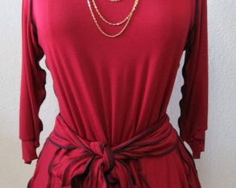 Dark red color with 3/4 sleeves Top with seprate belt decoration and ruffled edging plus made in USA (vn66)