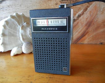 Vintage PANASONIC R-1070 Transistor AM Radio Made In Japan Works Great! Carry Strap uses 9 Volt not included Collectible