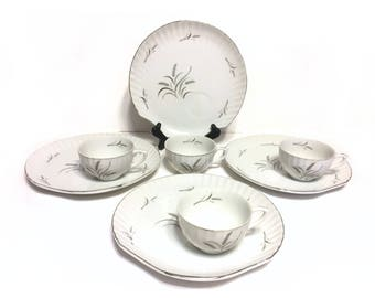 Vintage Ceramic Silver Wheat Pattern Shell Shaped Snack Plates & Tea Cups, Luncheon Plates, Set of Four, Vintage Serving, Vintage Dining