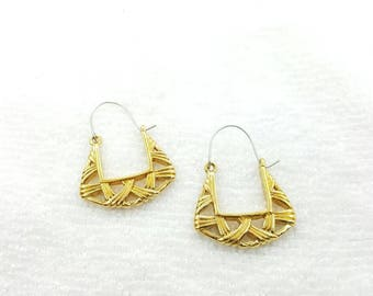 Avon Basket Weave Hoop earrings 1990 original box Shabby Chic