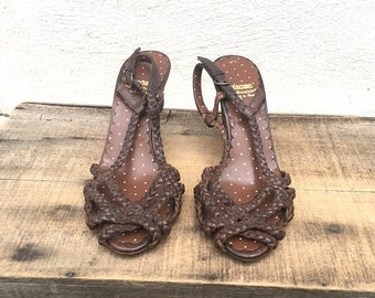 20% Off Sale 90s Moschino Woven Brown High Heel Sandals Leather Slingback Boho Hippie Designer Italian Shoes Size 37 (US 7)