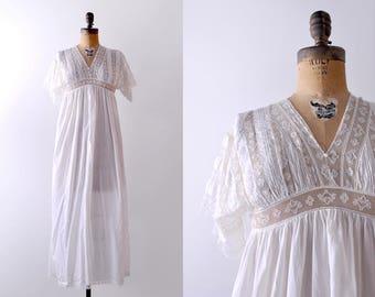 1910's cotton & lace nightgown. white. xs. Edwardian negligee. striped. small.
